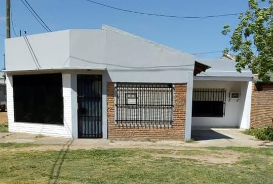 VENTA - CASA con LOCAL - J. J. Valle y Villaguay.